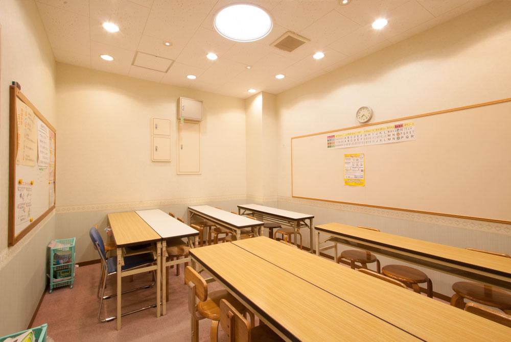 高根台プラザの公文式教室内